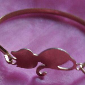 Bracelet avec un chat en acier inoxydable certi doré