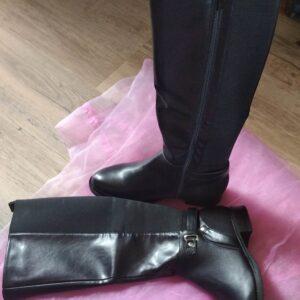 Bottes noires tout en simili cuir et en suédine avec un élastique à l'arrière de la botte