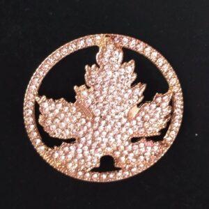Broche aimantée motif feuille d'érable strassée ou rond ajouré en acier inoxydable certi doré