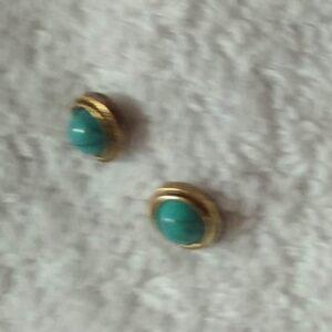 Clou d'oreille avec une pierre turquoise en acier inoxydable