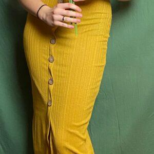 Robe près du corps avec motif bouton en couleur moutarde